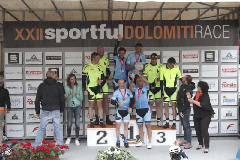 Olimpionici sul podio della Staffetta olimpica 2