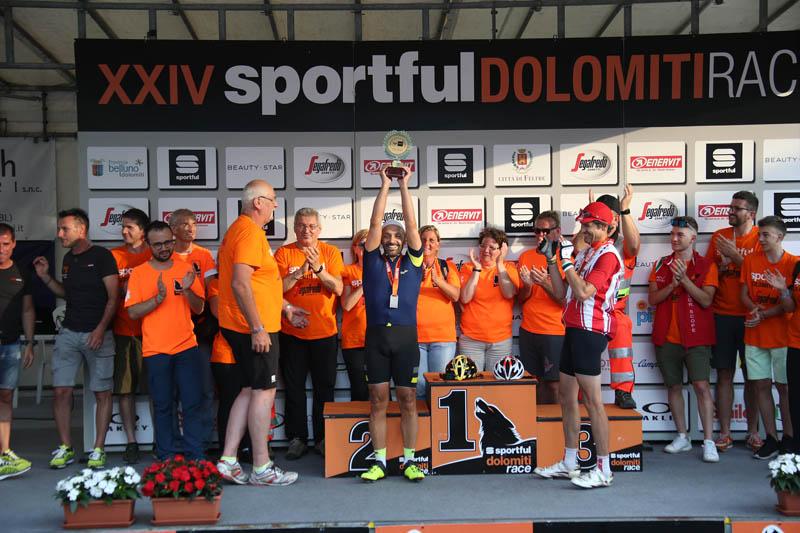 La premiazione della Maglia Nera  - Arrivo e premiazione della Maglia Nera per gli ultimi concorrenti arrivati