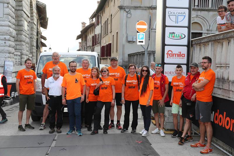 Il gruppo scopa - Arrivo e premiazione della Maglia Nera per gli ultimi concorrenti arrivati